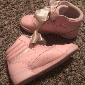 Pink high top Reebok princess with pink 🎀